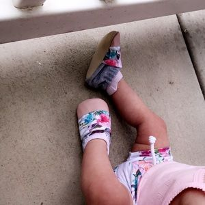 EUC floral baby moccasins have matching shorties
